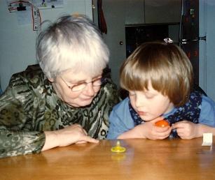 Foto met Sara en haar grootmoeder